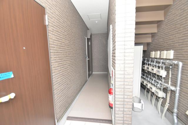 F+style横沼 玄関まで伸びる廊下がきれいに片づけられています。