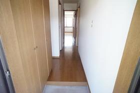 https://image.rentersnet.jp/f63f724e-e2ec-4972-b0f6-2c4f12f51557_property_picture_956_large.jpg_cap_玄関