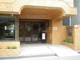 https://image.rentersnet.jp/f6456497-45a8-40c2-a60d-781c936272d0_property_picture_1992_large.jpg_cap_エントランス