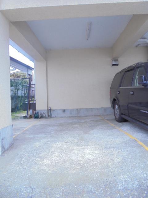庚台コーポ駐車場