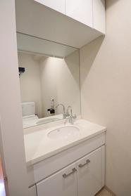 https://image.rentersnet.jp/f652bc47-d2e1-469a-b718-4918cf4cf353_property_picture_1992_large.jpg_cap_トイレ内洗面台