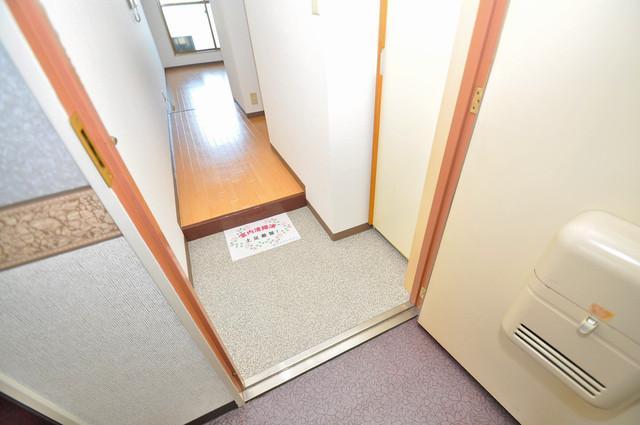 コンドミニアム太平寺 玄関から部屋が見えないので急な来客でも安心です。
