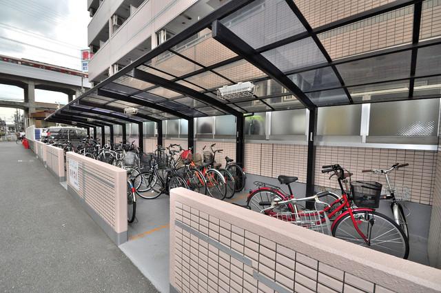 リップル布施イースト 屋根付きの駐輪場は大切な自転車を雨から守ってくれます。