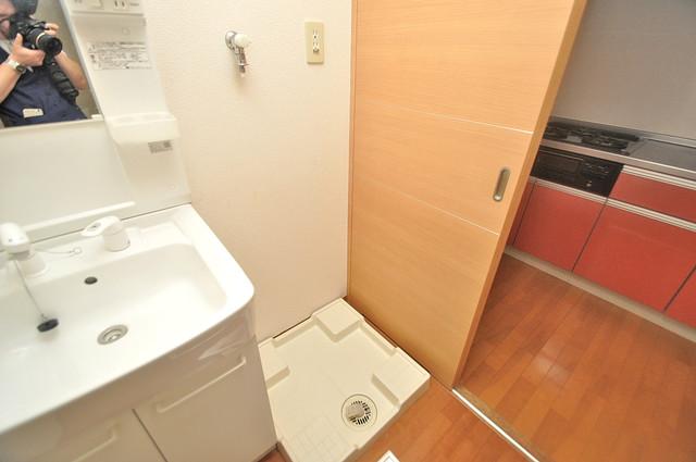グランガーデン足代新町 洗濯機置場が室内にあると本当に助かりますよね。