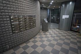 https://image.rentersnet.jp/f6fb7046-ffcd-481b-9b03-3dc357e7610d_property_picture_1800_large.jpg_cap_エントランス