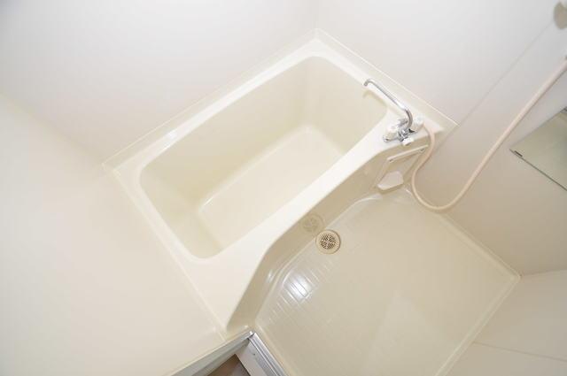 リバーサイド金岡六番館 ちょうどいいサイズのお風呂です。お掃除も楽にできますよ。
