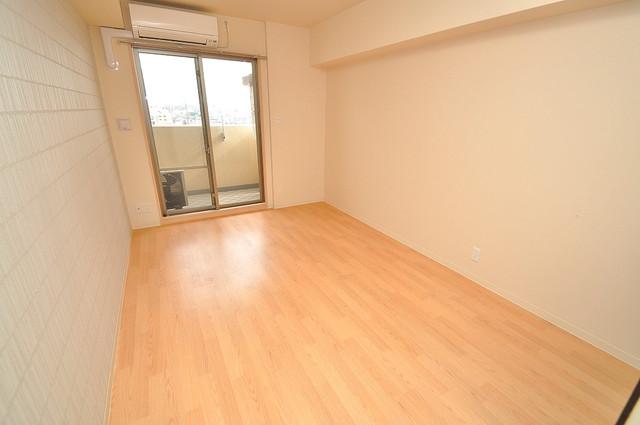 シャラロステ 明るいお部屋は風通しも良く、心地よい気分になります。