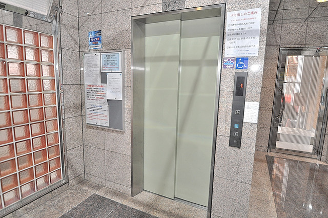 インターナショナル玉造 嬉しい事にエレベーターがあります。重い荷物を持っていても安心