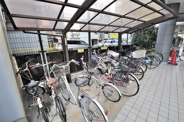 シャトル新深江 屋根付きの駐輪場は大切な自転車を雨から守ってくれます。