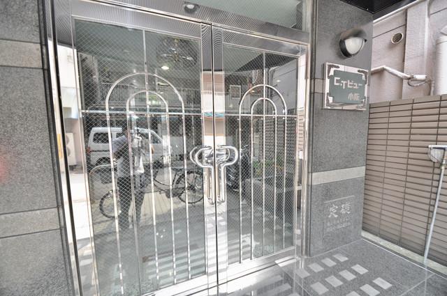 CTビュー小阪 オシャレなエントランスは安心のオートロック完備です。