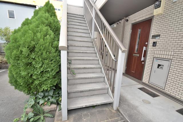 Blanc fleur(ブランフルール)B 2階に伸びていく階段。この建物にはなくてはならないものです。