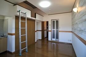https://image.rentersnet.jp/f8f0225a-f8a1-42b8-82f7-28da1259d635_property_picture_956_large.jpg_cap_居室