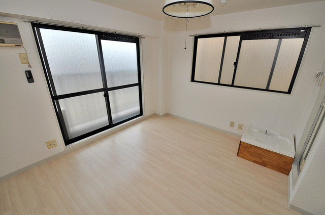 コシベ八戸ノ里 解放感たっぷりで陽当たりもとても良いそんな贅沢なお部屋です。