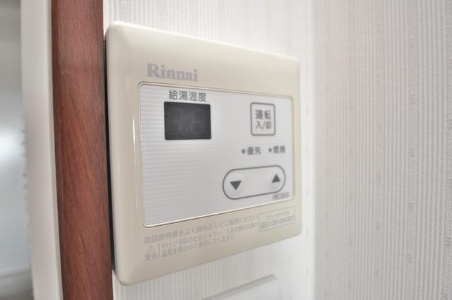 リュミエールイースト 給湯リモコン付。温度調整は指1本、いつでもお好みの温度です
