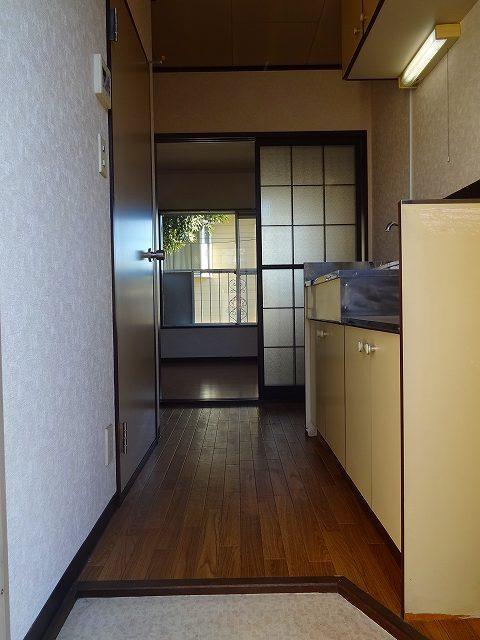 和田町駅 徒歩8分玄関