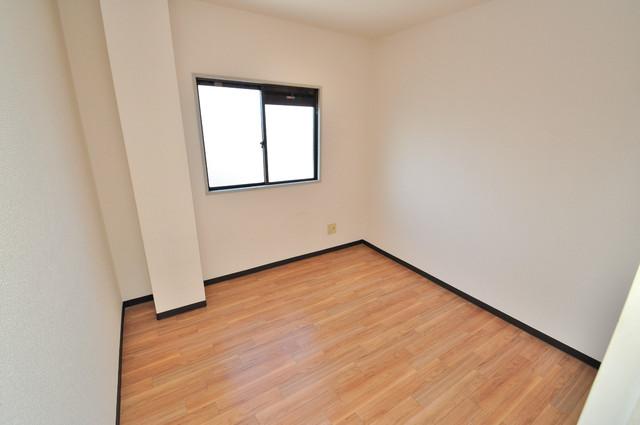 すみれプラザ長堂 陽当りの良いベッドルームは癒される心地良い空間です。