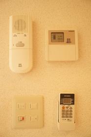 インターフォン&給湯器の操作パネルです。