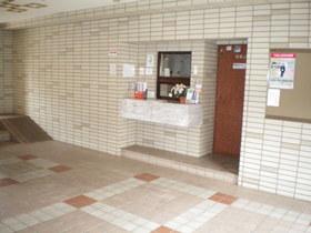 https://image.rentersnet.jp/f9bd9160-d526-4a1c-91c1-92fb00cd4b8c_property_picture_1992_large.jpg_cap_エントランス