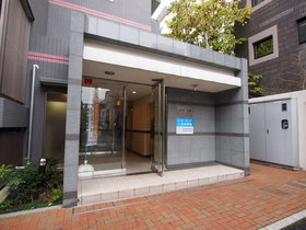 三田駅 徒歩7分エントランス