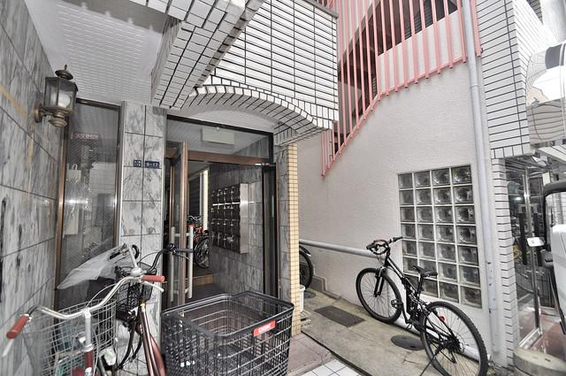 ハイツ富士パートⅡ 玄関前の共有部分。周辺はいつもキレイに片付けられています。