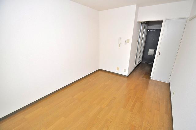 ラフォーレ菱屋西 明るいお部屋は風通しも良く、心地よい気分になります。