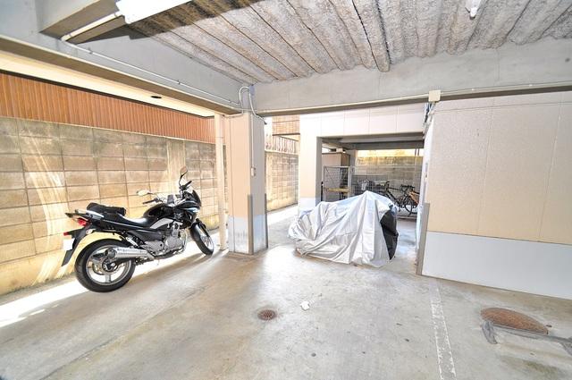 セントラルパーム 敷地内にある駐輪スペース。バイクも置けます。