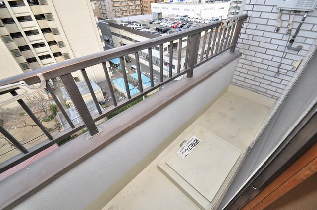 日栄ビル3号館 広めのバルコニーは風通しが良く、洗濯物もよく乾きそうです。