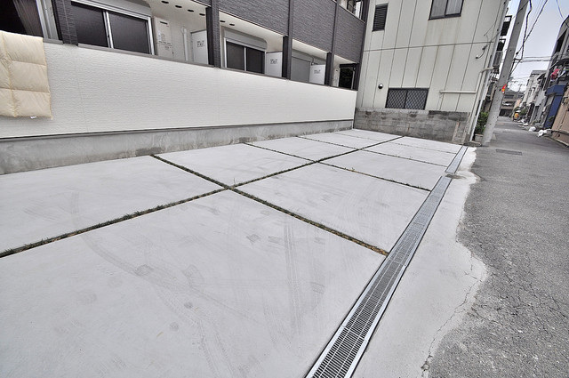 セントロイエルSeifu 敷地内にある駐車場。愛車が目の届く所に置けると安心ですよね。