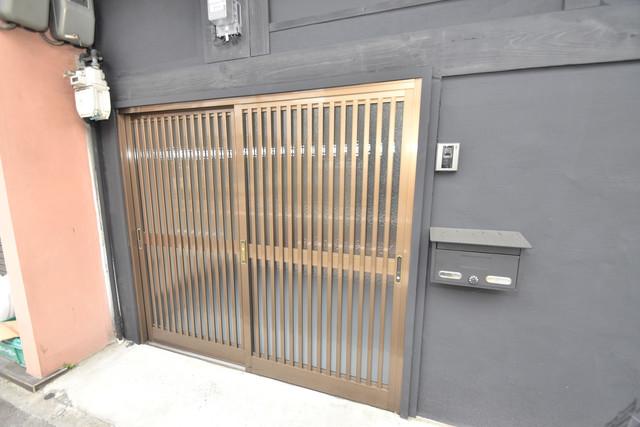 長堂2-16-8 貸家 横開きの玄関です。