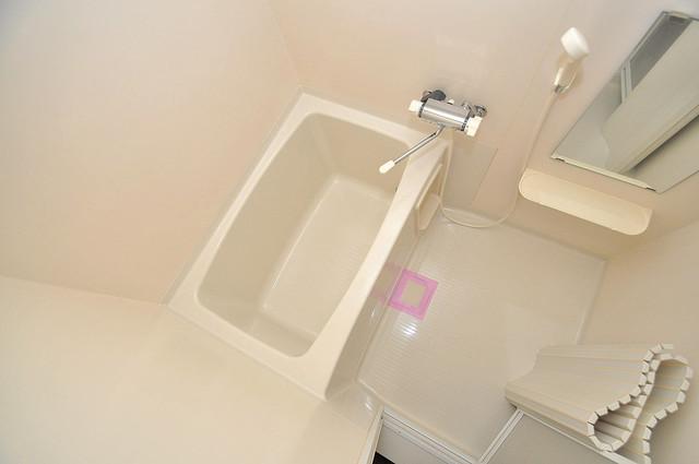 ベルリード加美北A棟 広めのお風呂は一日の疲れを癒してくれます。