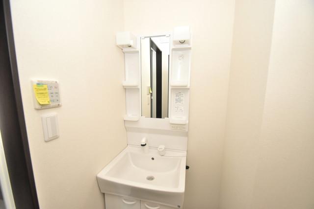 ラージヒル長瀬WEST 独立した洗面所には洗濯機置場もあり、脱衣場も広めです。