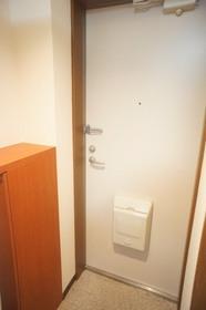 https://image.rentersnet.jp/fb081928f893aea6cd4c38c88e1e5157_property_picture_961_large.jpg_cap_コンパクトな玄関