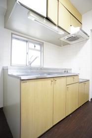 キッチンに窓あり、ガスコンロ設置可