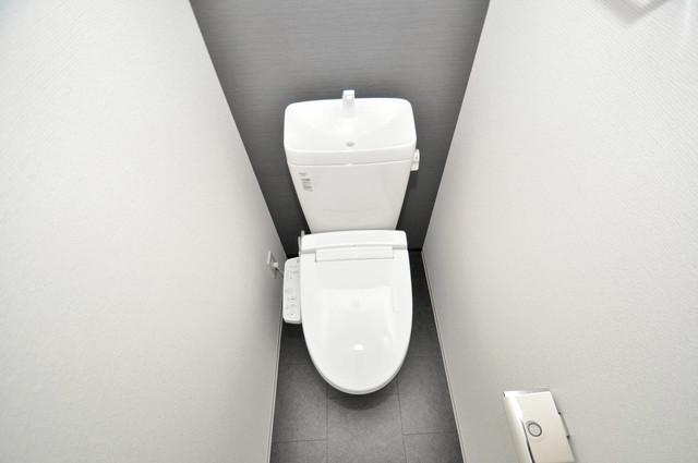 アドバンス大阪バレンシア 白くてピカピカのトイレですね。癒しの空間になりそう。