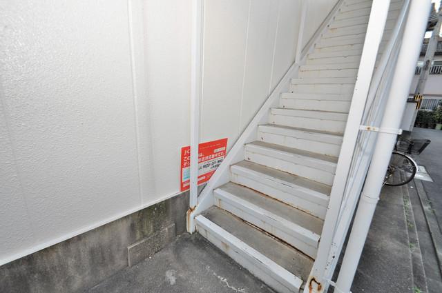 第1ハラダハイツ この階段を登った先にあなたの新生活が待っていますよ。