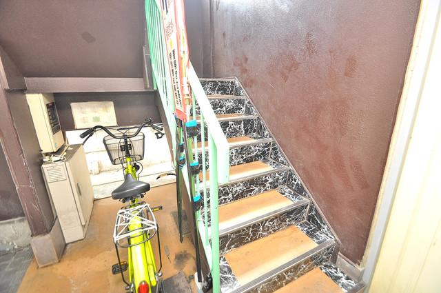 エテルナ長瀬 この階段を登った先にあなたの新生活が待っていますよ。