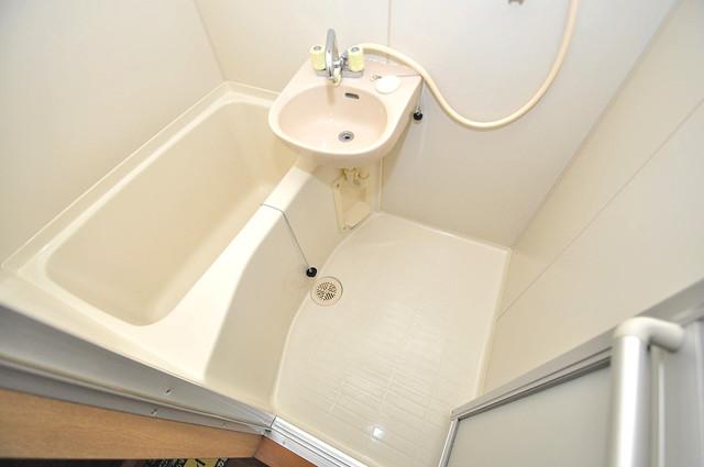 エステートピアナカタB棟 ちょうどいいサイズのお風呂です。お掃除も楽にできますよ。
