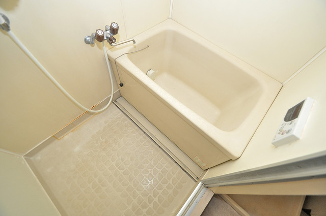 七福興産ビル ゆったりサイズのお風呂は落ちつける癒しの空間です。