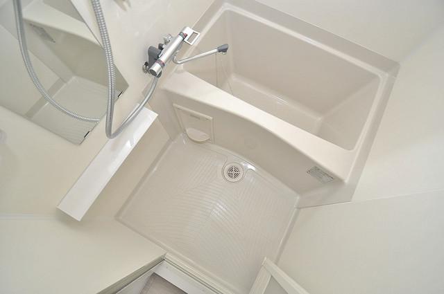 アドバンス大阪バレンシア ちょうどいいサイズのお風呂です。お掃除も楽にできますよ。