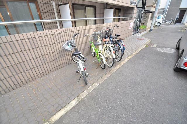 小若江ハイツ 敷地内には専用の駐輪スペースもあります。