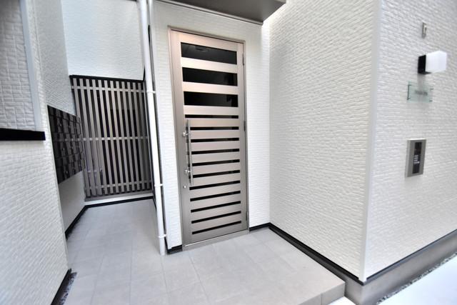 DOAHN 巽西 高級感があるエントランスは安心のオートロック完備です。