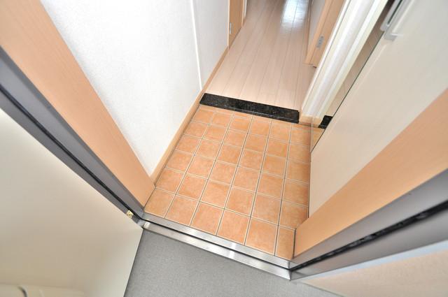 巽北ロイヤルマンション 玄関から部屋が見えないので急な来客でも安心です。