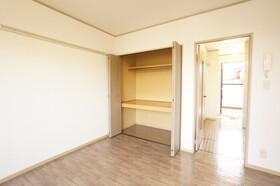 https://image.rentersnet.jp/fc263136-b2fd-41ab-99cc-825bb06a6d2c_property_picture_9494_large.jpg_cap_居室