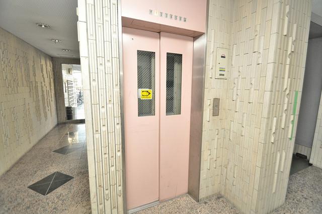 サンハイツ高井田 嬉しい事にエレベーターがあります。重い荷物を持っていても安心