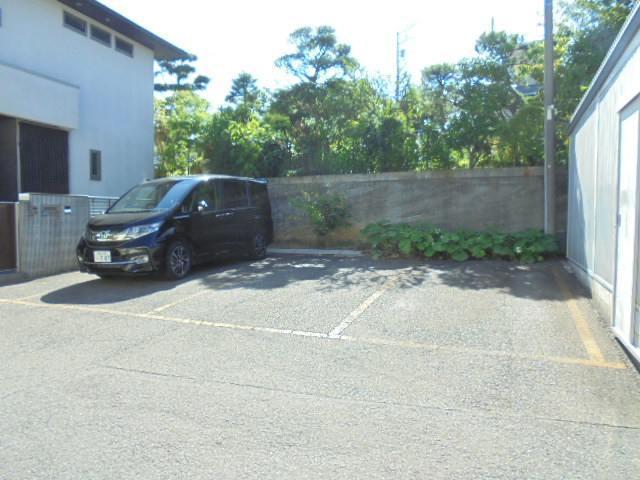 上大岡グリーンハイツC棟駐車場
