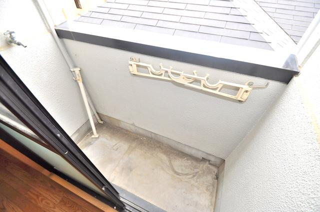 YMSマンション 単身さんにちょうどいいサイズのバルコニー。