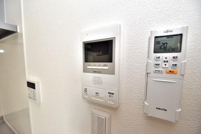クリエオーレ高井田西 TVモニターホンは必須ですね。扉は誰か確認してから開けて下さいね
