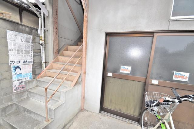 冨永コーポ 玄関前の共有部分。周辺はいつもキレイに片付けられています。