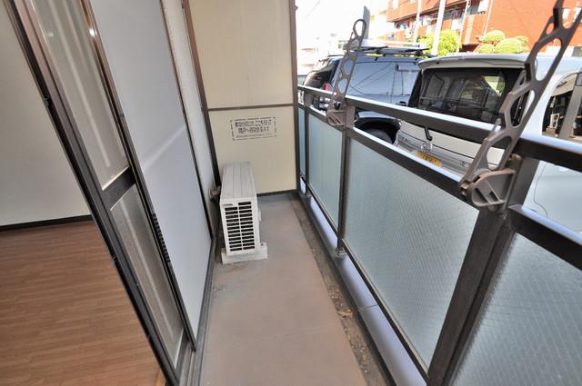 ジャルディーノ壱番館 広めのバルコニーは風通しが良く、洗濯物もよく乾きそうです。