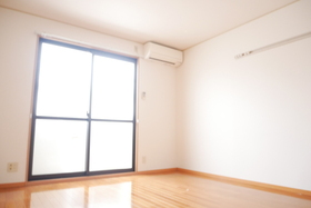 https://image.rentersnet.jp/fc95f439-f867-4b93-bb8f-5fe64771c555_property_picture_2419_large.jpg_cap_居室